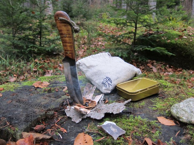 Custom Knives, Hunting Knives, Lucas FOrge Knives, Making Fire with a Knife, Flint and Steel Firemaking